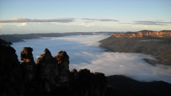 3 sisters, Blue Mountains with valley shrouded in fog.